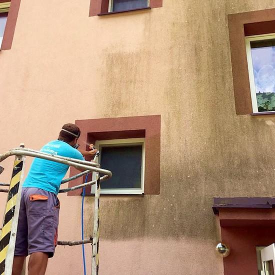 Profesionálne čistenie a renovácia fasády bytového domu | pemtrade.sk