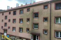 Profesionálne čistenie fasády bytového domu, fasáda pred čistením | pemtrade.sk