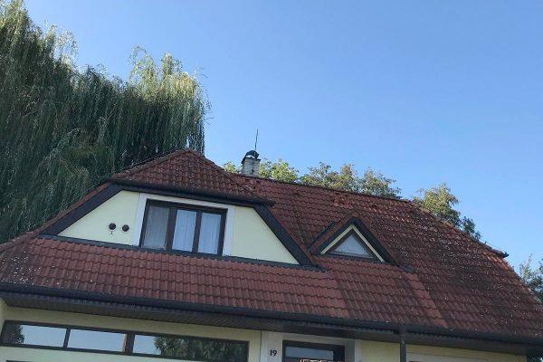Znečistená strecha a fasáda na rodinnom dome | pemtrade.sk