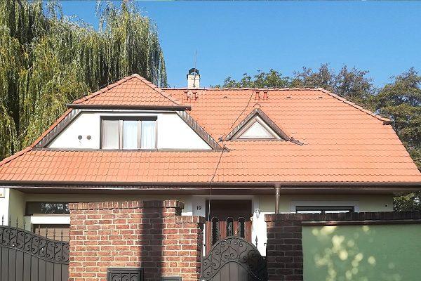Zrenovovaná fasáda a strecha na rodinnom dome | pemtrade.sk
