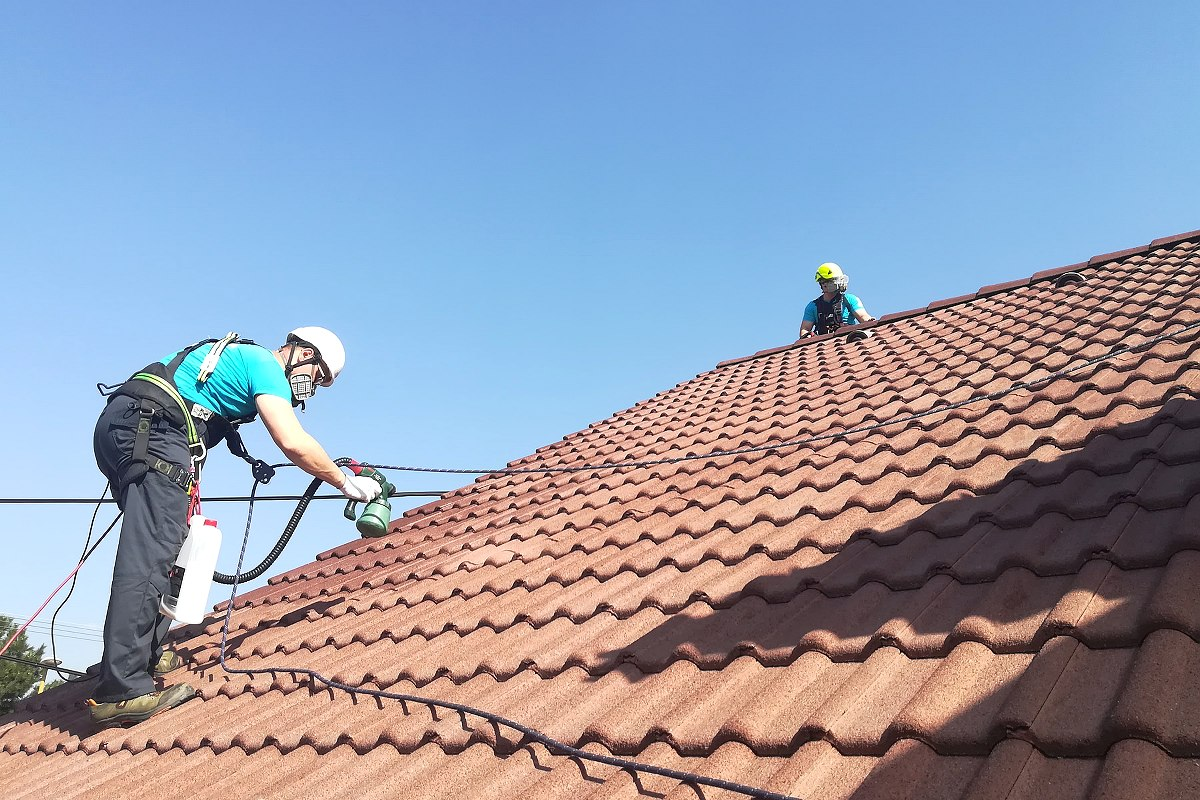 Profesionálna aplikácia nano technológie na streche rodinného domu | pemtrade.sk