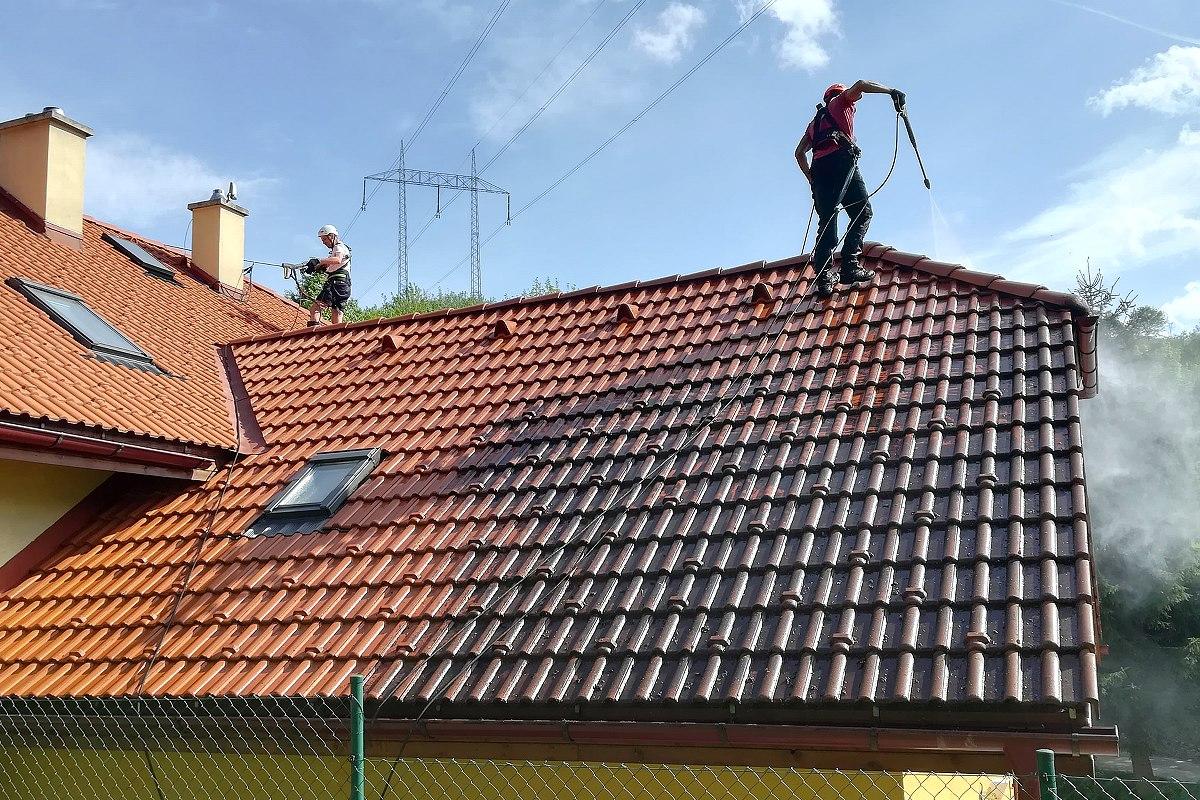 Profesionálne čistenie strechy rodinného domu | pemtrade.sk