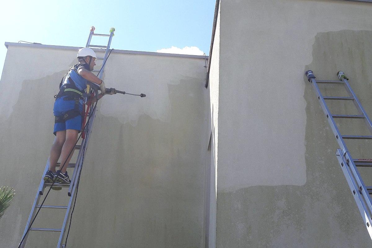 Čistenie fasády na rodinnom dome | pemtrade.sk