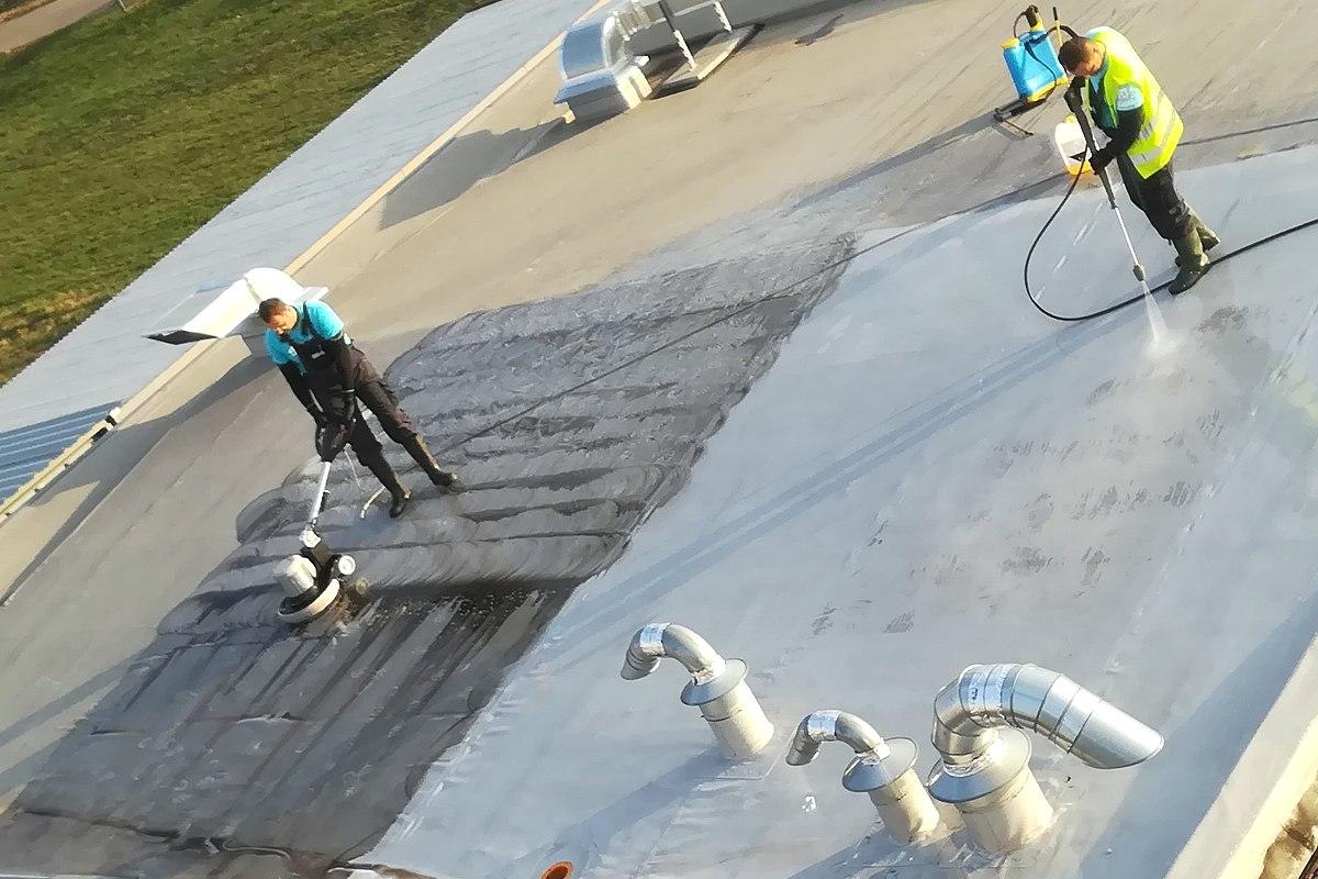 Profesionálna renovácia a čistenie strechy firemnej budovy, Bratislava | pemtrade.sk