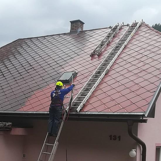 Renovácia a čistenie strechy na rodinnom dome | pemtrade.sk