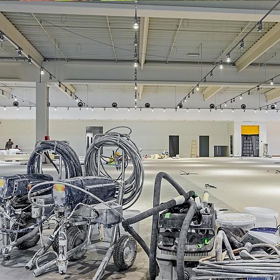 Veľkoformátové maľovanie obchodnch priestorov Airless systémom | pemtrade.sk