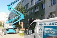 Čistenie fasády bytového domu, Púchov | pemtrade.sk