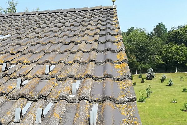 Znečistená strecha rodinného domu | Pemtrade.sk