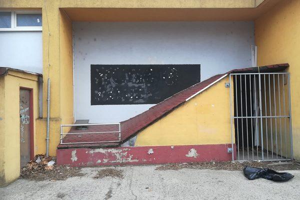 Znečistená fasáda budovy pred našou návštevou | Pemtrade.sk