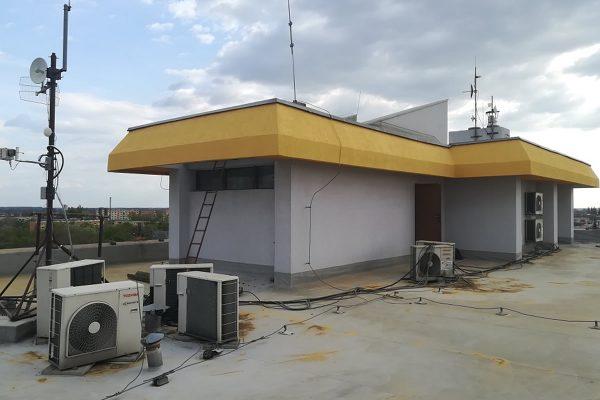 Renovovaná strecha budovy | Pemtrade.sk
