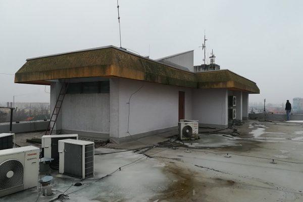 Znečistená strecha budovy | Pemtrade.sk