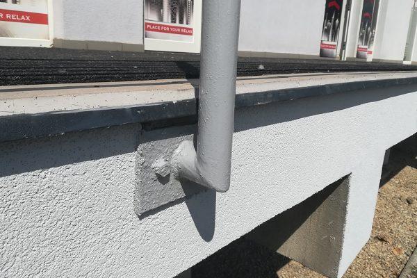 Renovované zábradlie a fasáda po renovácii | Pemtrade.sk