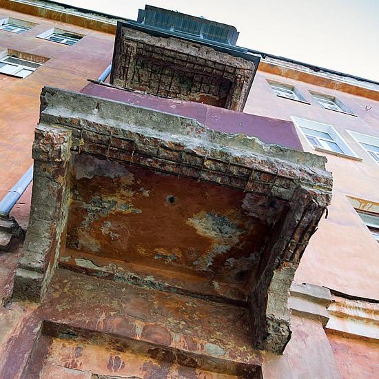 Profesionálna izolácia balkónov - znečené balkóny na starých domoch sú nebezpečné   Pemtrade.sk