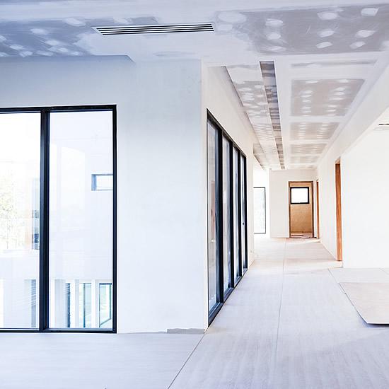 Montáž sadrokartónu, interiér bytového domu | Pemtrade.sk