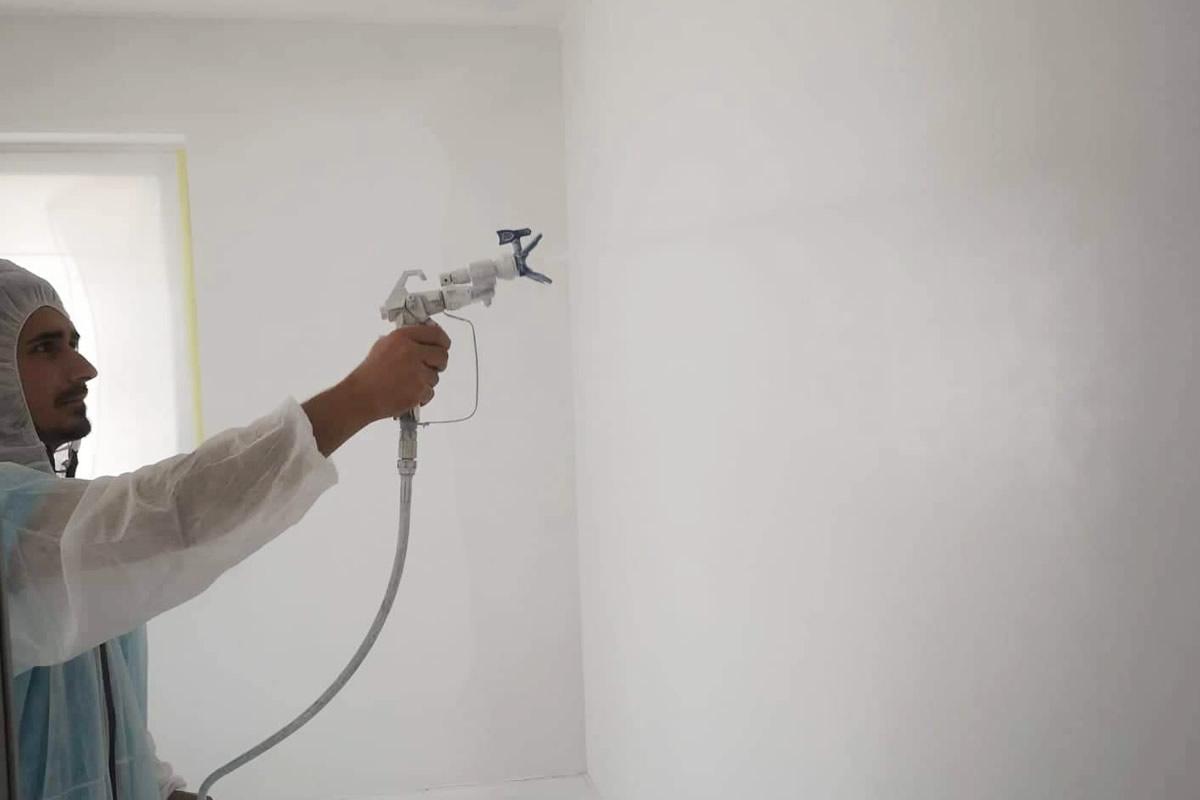 Maľovanie stien striekaním